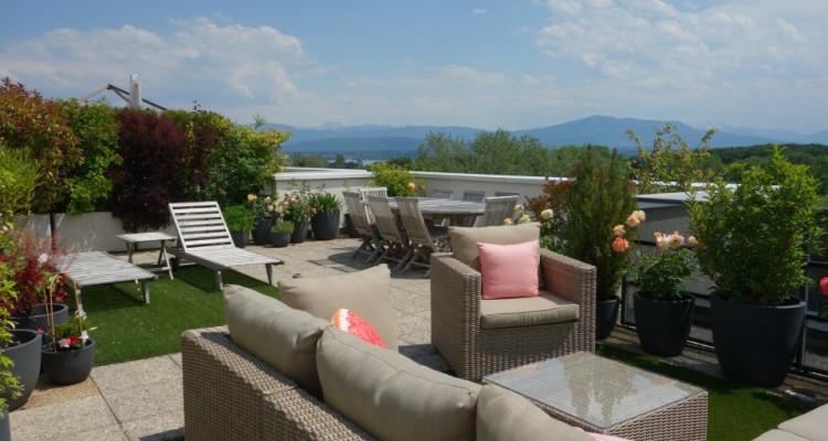Nyon, magnifique attique avec 175 m2 de terrasse et belle vue image 1