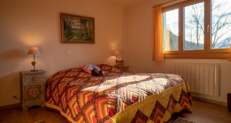 Gryon Immo vous propose un charmant chalet de 8 pièces dans un environnement très calme, magnifique vue sur les montagnes image 9