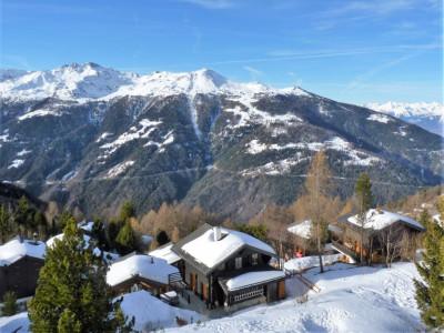 Chandolin (commune d'Anniviers),  Là-haut sur la montagne, il y a ce charmant chalet ! image 1