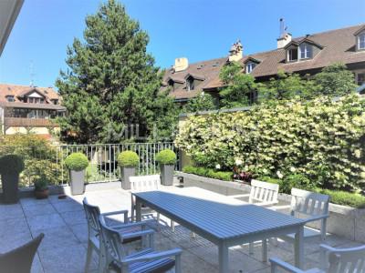 Magnifique appartement moderne 4P au Vieux Carouge. image 1